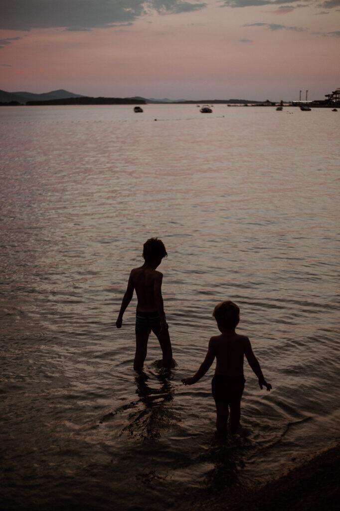 portfolio do wywiadu zawód fotograf fotograficzne kursy online Kobieca fotoszkola chłopcy wieczorem